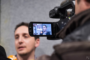 Il regista durante un'intervista (foto Antonella Nicolò)