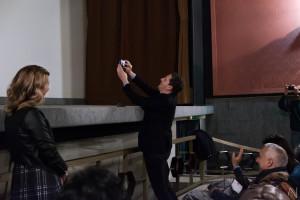 Mollo scatta un selfie con il pubblico (foto Antonella Nicolò)